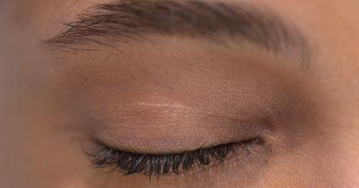 Schnelle Hilfe bei verzupften Augenbrauen