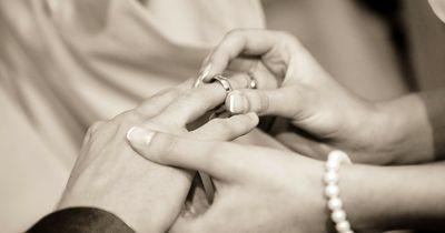 Wie finden es Männer eigentlich, wenn die Frau den Heiratsantrag macht?