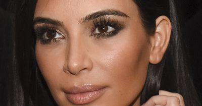 So funktioniert der Mega-Wimpern-Trick von Kim Kardashian