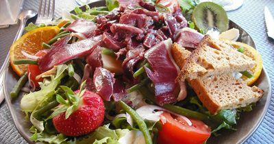 Diese Salat-Toppings helfen dir beim Abnehmen