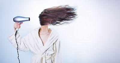 Im Winter solltest du diese Haar-Fehler unbedingt vermeiden