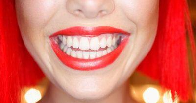 Dieser Trick zaubert strahlend weiße Zähne