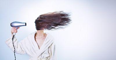Auch Lufttrocknen kann deine Haare schädigen!