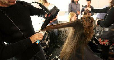 Deshalb glänzen deine Haare nicht!