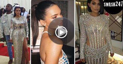DAS waren die Kleider der Kardashians auf der Met Gala