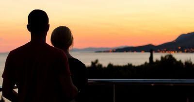 DAS ist der perfekte Sommer-Flirt für DEIN Sternzeichen