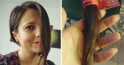 Plötzlich schneiden sich Tausende Frauen die Hälfte ihrer Haare ab!