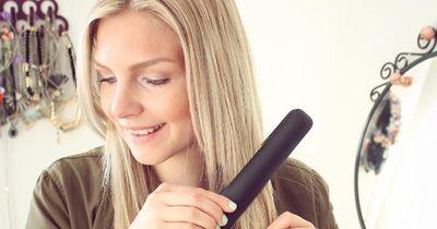 Diese 5 Glätteisen-Tricks retten dich an Bad Hair Days
