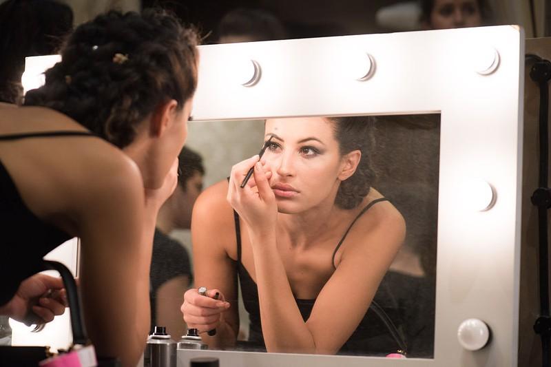 Dieser Mascara-Fehler macht deine Augen kleiner!