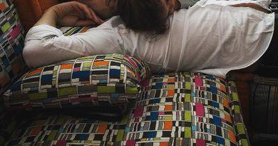 Super süß - Papas und ihre Babys beim Schlafen