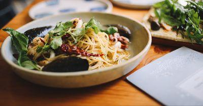 Überbackene Pasta mit grünem Pesto