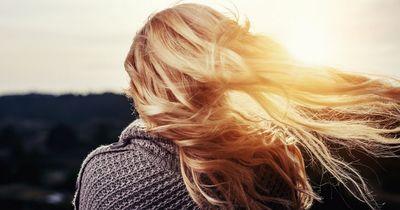 Wenn deine Haare kein Volumen haben, machst du DIESEN Fehler