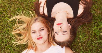 Aus diesen 7 Gründen lieben wir unsere Kindheitsfreunde über alles
