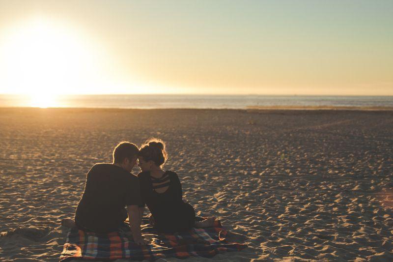 So bekommt ihr die Leidenschaft in euer Beziehung zurück