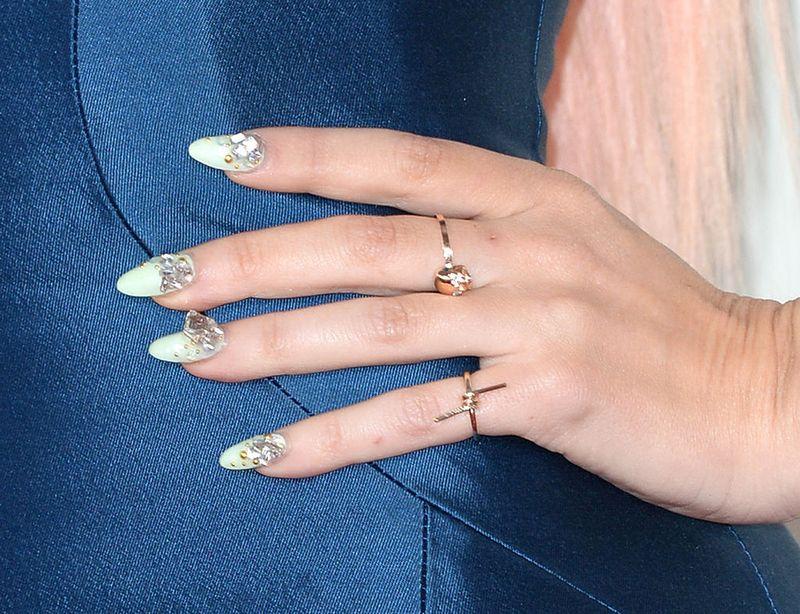 Der neueste Nagel-Trend: Schneekugel-Nägel! Traumhaft oder Hässlich?