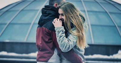 Warum wir jemanden lieben sollten, dem das Herz gebrochen wurde