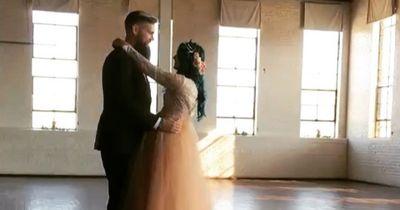 Sie tanzt auf ihrer Hochzeit das 1. Mal seit ihrer Lähmung