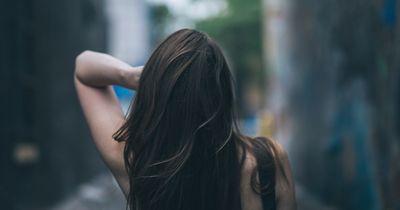 Mit diesem einfachen Trick findest du heraus, wie gesund deine Haare sind