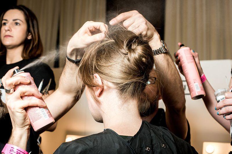 Trocknen Styling-Produkte unsere Haare aus?