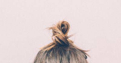 So schonst du deine Haare