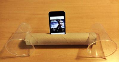 Bau dir einen Smartphone-Lautsprecher aus einer Papprolle und 2 Plastikbechern