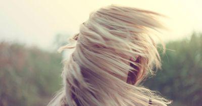 Mehr Volumen für dünnes Haar - So geht's