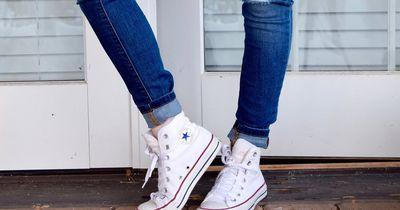 Das tun wir Mädels, um in eine Jeans zu passen