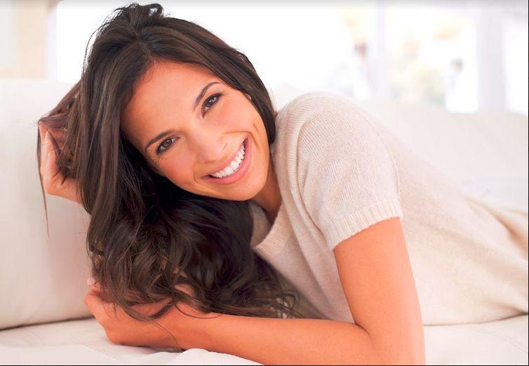 Diese 8 Hausmittel machen deine Zähne weiß