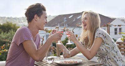 Das sind die besten Gesprächsthemen fürs erste Date