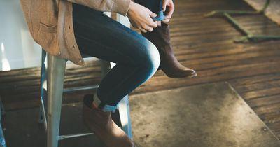 Mit diesem einfachen und genialen Trick weitest du neue Schuhe!