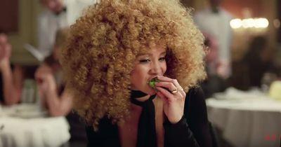 Neue H&M Werbung: Achselhaare, Falten, Kurven!