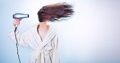 Du hat trockenes und kaputtes Haar? Diese 5 Dinge könnten schuld sein!