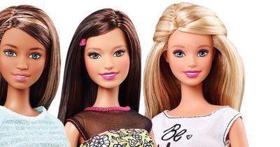 So sieht Barbie ungeschminkt aus!