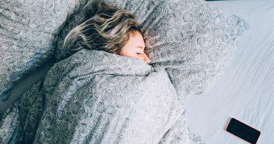 So beeinflusst deine Schlafposition deine Gesundheit