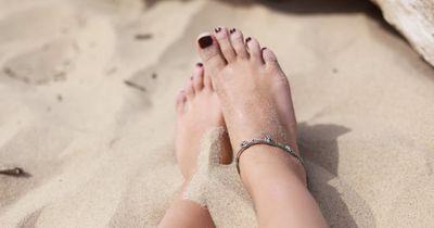 Das sind 4 Gründe dafür, warum deine Füße wehtun!