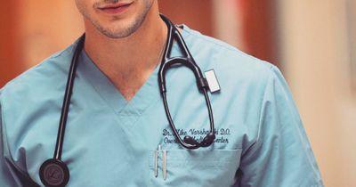 """Dieser Arzt lässt all deine """"Grey's Anatomy""""-Träume wahr werden!"""