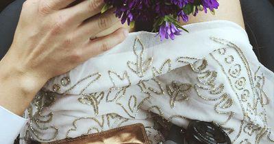 Eine Braut entscheidet sich, ihre eigenen Hochzeitsfotos zu machen