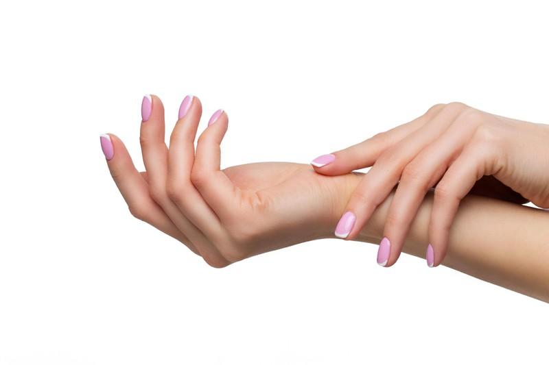 Ob knallig bunt oder zart-rosa, Gelnägel sind für viele Frauen unverzichtbar.
