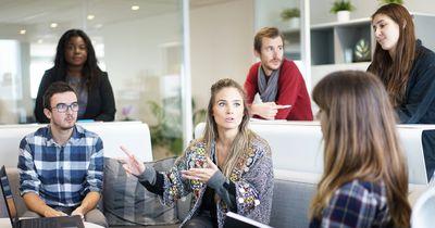 Auf diesen 8 Wegen schaden wir Frauen unserer eigenen Karriere