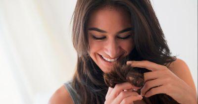 Mit diesen 9 Hacks sehen deine Haare auch im Sommer super aus!