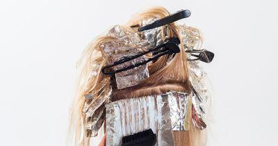 Mit diesen 6 ungewöhnlichen Mitteln kannst du deine Haare selbst färben!