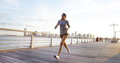 Mit dieser wirksamen Übung kannst du dir das Fitnessstudio sparen