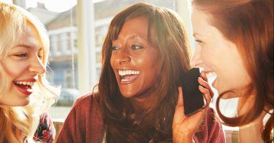 Diese 8 kleinen Geheimnisse verstecken sich im Handy einer jeden Frau