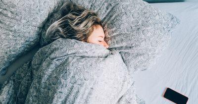 Deshalb benötigen wir Frauen mehr Schlaf als Männer