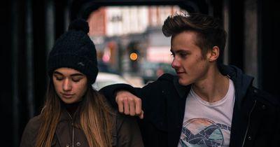 5 unbewusste Verhaltensweisen von Männern, durch die sich Frauen unwohl fühlen