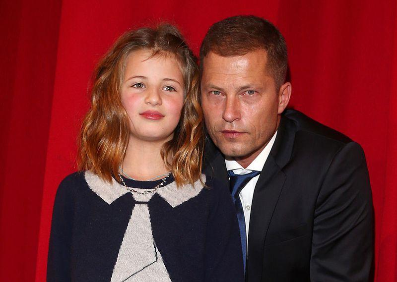 Emma Schweiger hier noch ganz kindlich auf einem Event mit Vater Til Schweiger