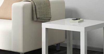 """Du wirst nicht glauben, was sich in jedem Ikea """"Lack"""" Tisch befindet"""
