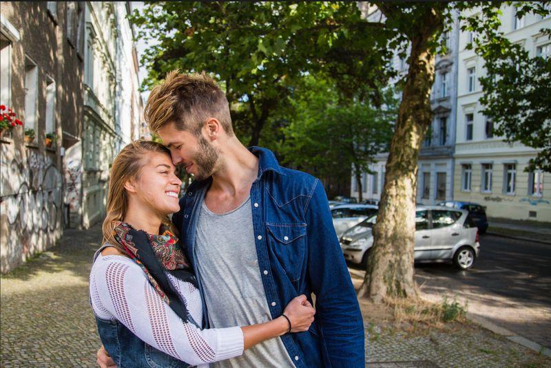 5 Sätze mit denen er dir sagt, dass er dich liebt, ohne