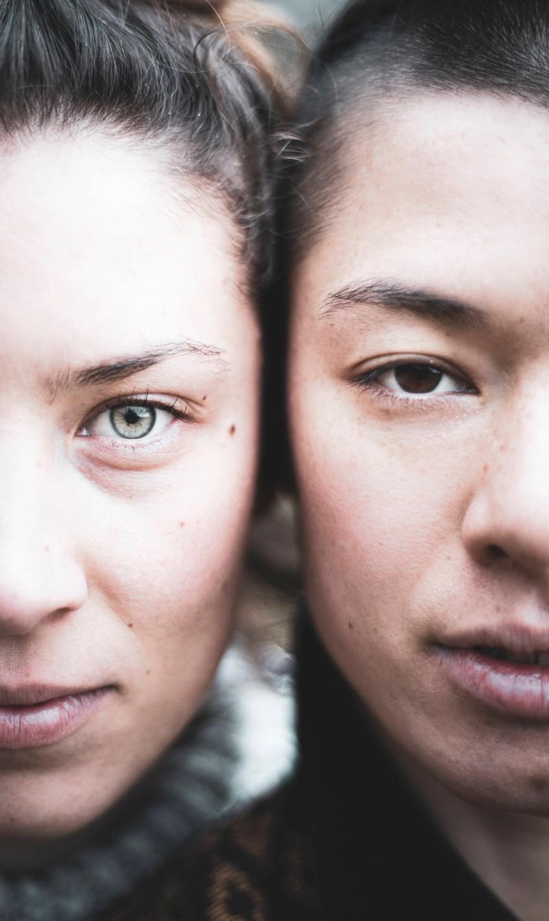 Wache Augen machen Frauen attraktiver