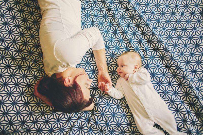 Die Mutterglücklüge: Wie es ist zu bereuen, ein Kind bekommen zu haben